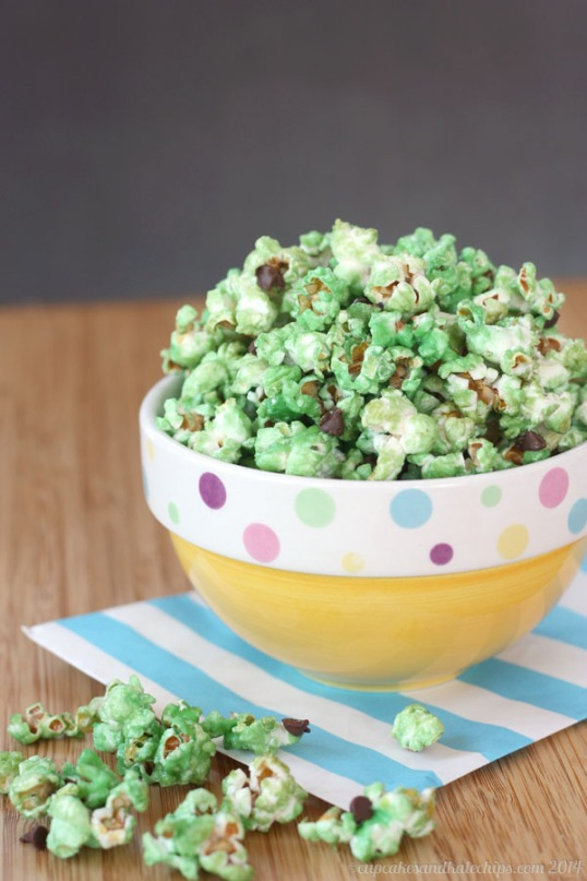 Mint-Chocolate-Chip-Glazed-Popcorn-1