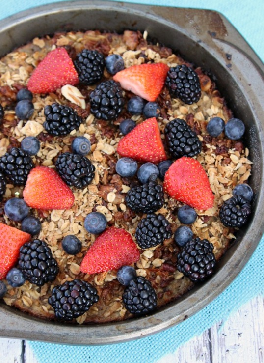 baked-oatmeal-with-fresh-berries (1)
