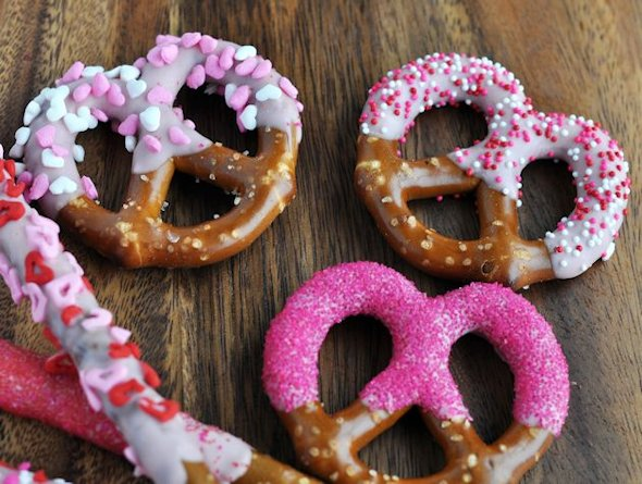 pink-dipped-decorated-pretzel-twists