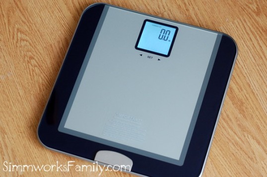 eatsmart-precision-tracker-digital-scale-in-use