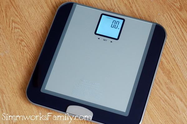 eatsmart-precision-tracker-digital-scale-in-use