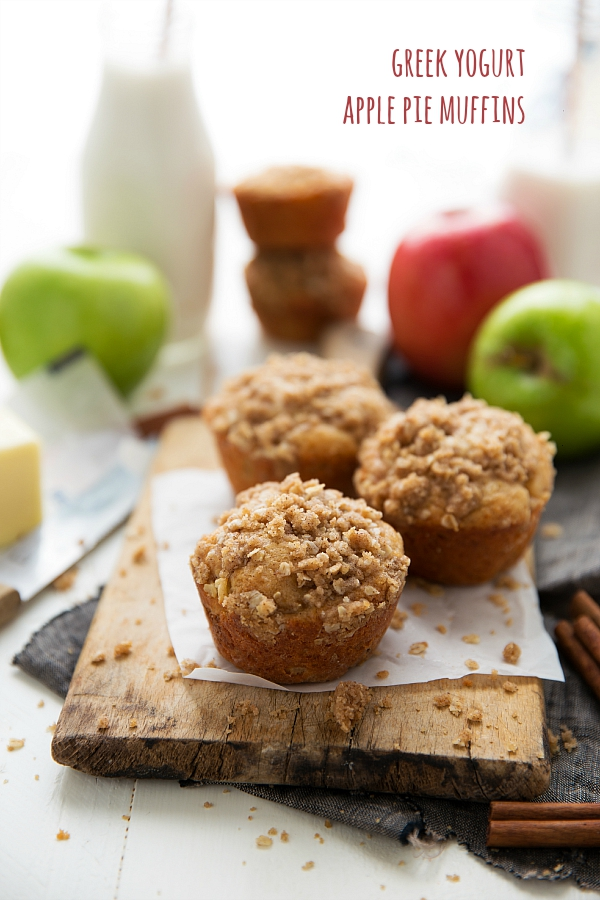 healthier-greek-yogurt-apple-pie-muffins-the-crisp-topping-has-no-butter