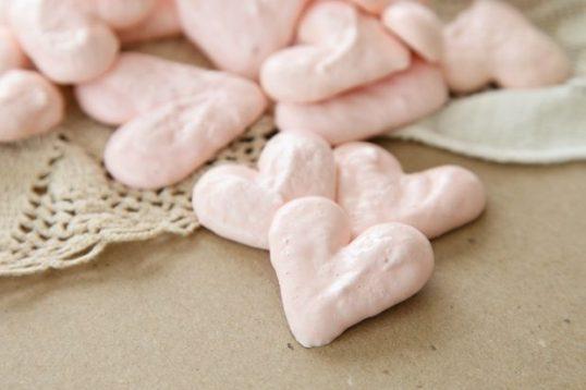 pinkheartmeringues-620x413