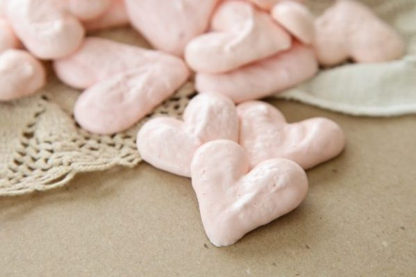 pinkheartmeringues-620x413