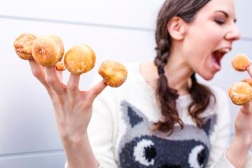snacking, snack ,donut
