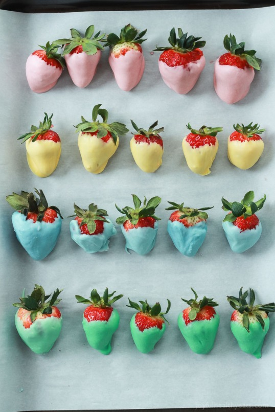 Easter-Egg-Chocolate-Covered-Strawberries-Recipe-5