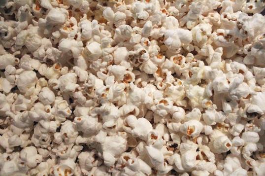 39 Healthy Road Trip Snack Ideas-popcorn