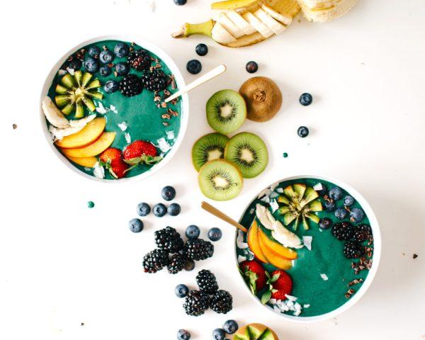 horiz-rainbow-green-smoothie-bowl-1024x820