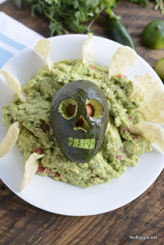 Halloween-Guac-full-recipe-and-video-on-NoBiggie.net-Holy-Skully-Guacamole1