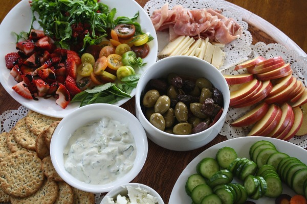 How to Host a Successful Holiday Dinner Party-apps