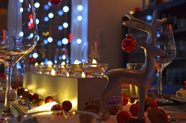 How to Host a Successful Holiday Dinner Party-tablescape