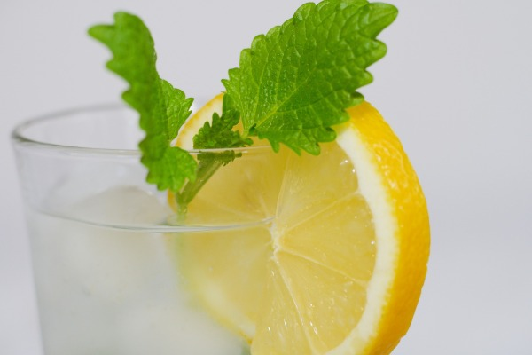 Things You Can Do to Create a Perfect Morning Routine-lemonwater