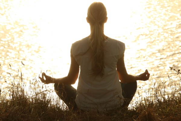 Things You Can Do to Create a Perfect Morning Routine-meditate