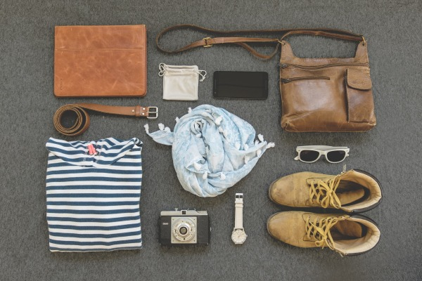 10 Packing Tips for Spring Break Travelers-lay-out-clothes