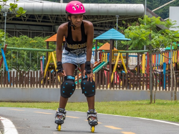 Outdoor Workouts That Don_t Feel Like Exercise-rollerblade